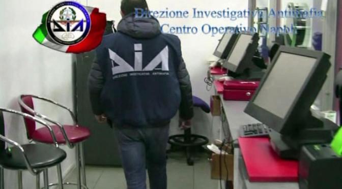 Cavalli, videopoker e slot-machine, 44 arresti della Dia di Napoli