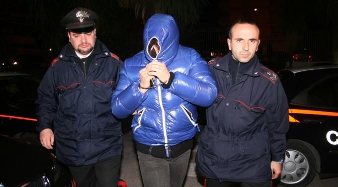 «Siamo del clan dei casalesi», seviziano un imprenditore con taglierino. Fermati tre usurai a Modena